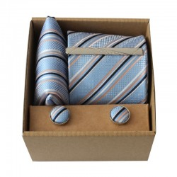 Světle modrá kravata s proužky v dárkovém balení MARROM